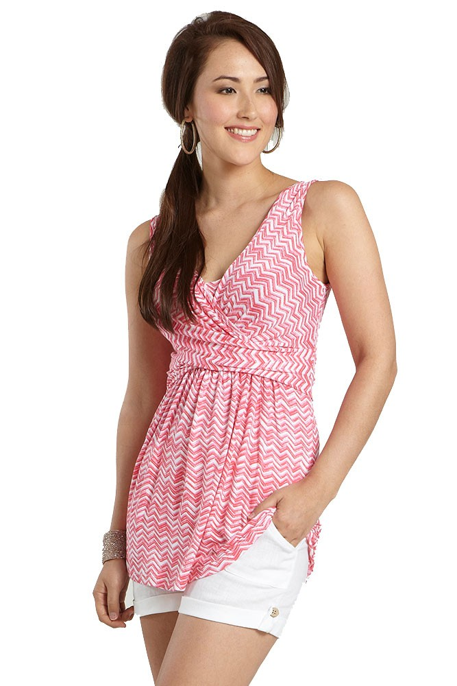 Mothers en Vogue Ava Sleeveless Wrap Maternity & Nursing Top (Coral Pink Wave Print)